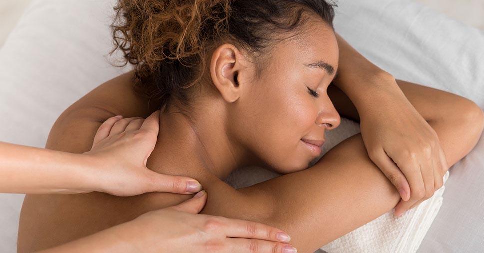Como tratar problemas de saúde com massagem?